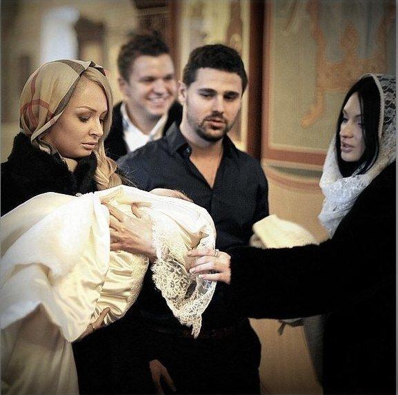 Крещение Даниэля Гусева в золоте и бриллиантах
