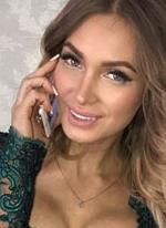 Романец и Феофилактова обнимаются на дне рождения Гусева