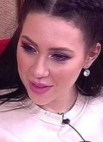 Алена Савкина загуляла в компании старшеклассников
